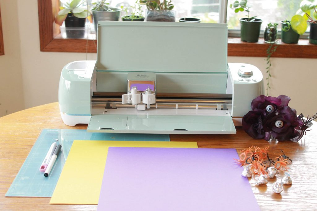 Cricut Explore Air 2 out of box on kitchen table